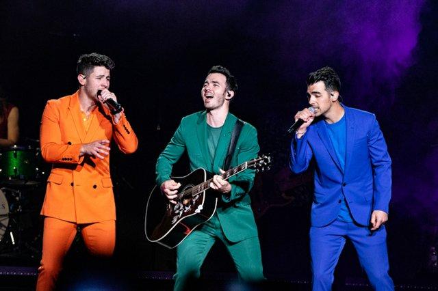Jonas Brothers 009.jpeg