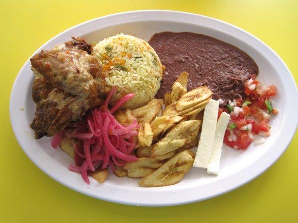 food Pollo Con Tajadas plate.jpg