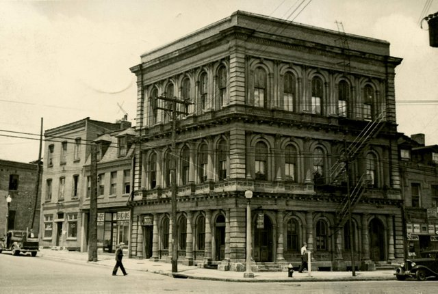 People's Savings Institution Bank Building, Northwest Corner of Park and Broadway, 1939, Photograph by William Swekosky, Missouri History Museum, N04742.jpg