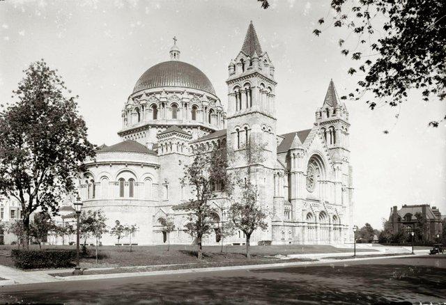 Barnett, Haynes & Barnett, New Cathedral, September 16, 1916, Photograph by Oscar Kuehn, Missouri History Museum, N45542.jpg