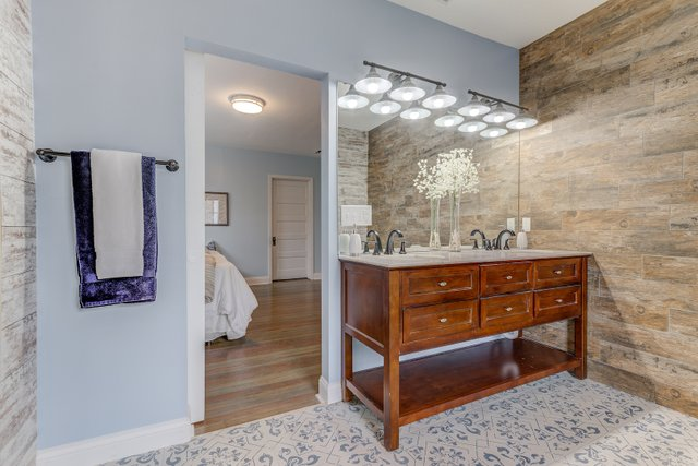 404sclarkaveferguson-12-original-bathroom.jpg