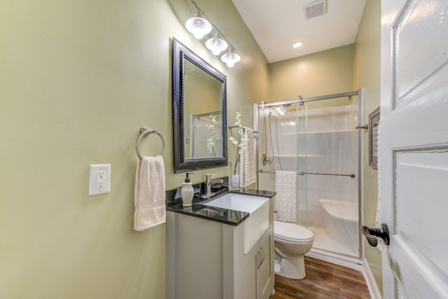404sclarkaveferguson-16-original-bathroom.jpg
