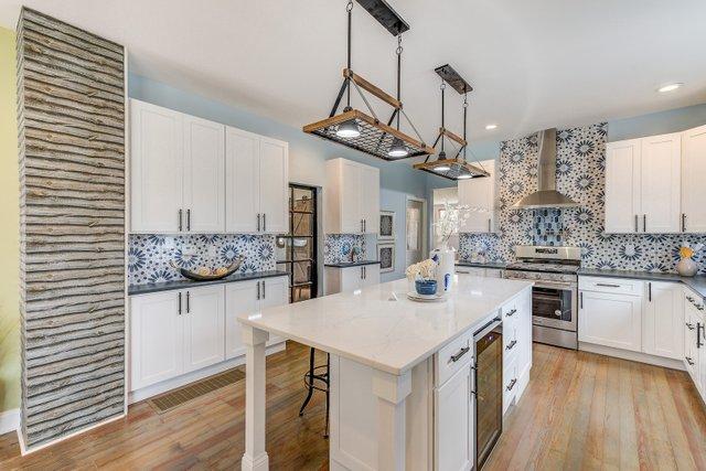 404sclarkaveferguson-6-original-kitchen.jpg