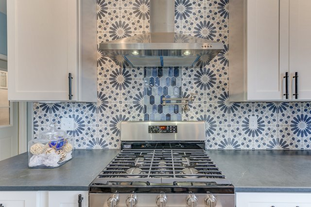 404sclarkaveferguson-8-original-kitchen.jpg