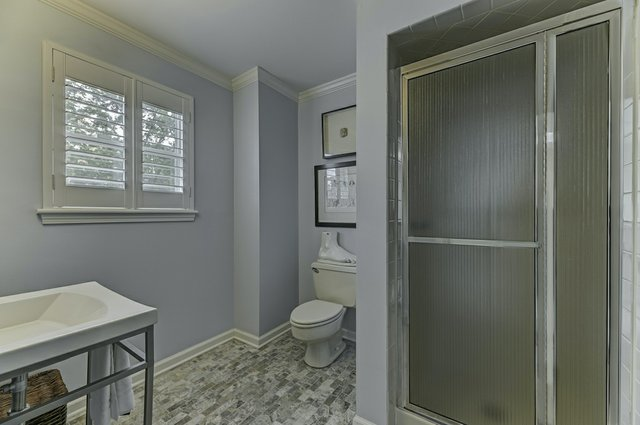 4504_Pershing_Place_St._Louis-15-original-Main_Bathroom.jpeg