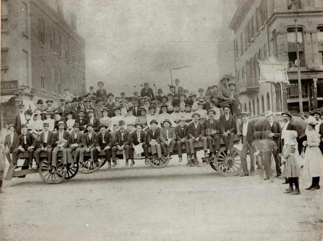 Streetcar Strike, 15th and Franklin, 1900, Missouri History Museum, N22139.jpg