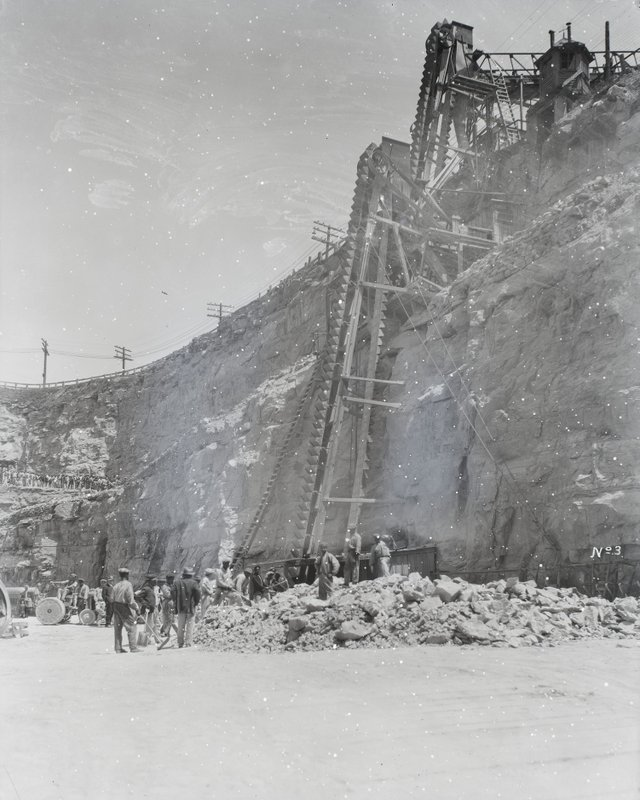 Men at Work in the Workhouse Quarry at Broadway and the Mississippi River, 1920-1939, Missouri History Museum, P0245-S03-00045-8n.jpg