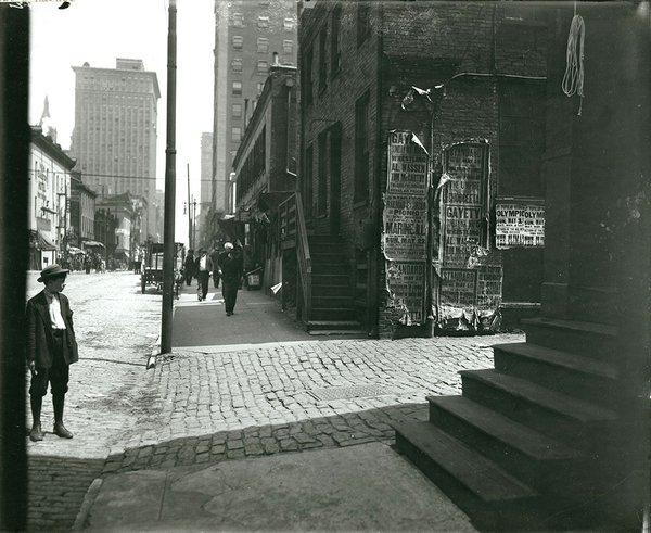 Hop Alley Looking North on Eight Street Between Walnut and Market Streets. 1910. N34629.jpg